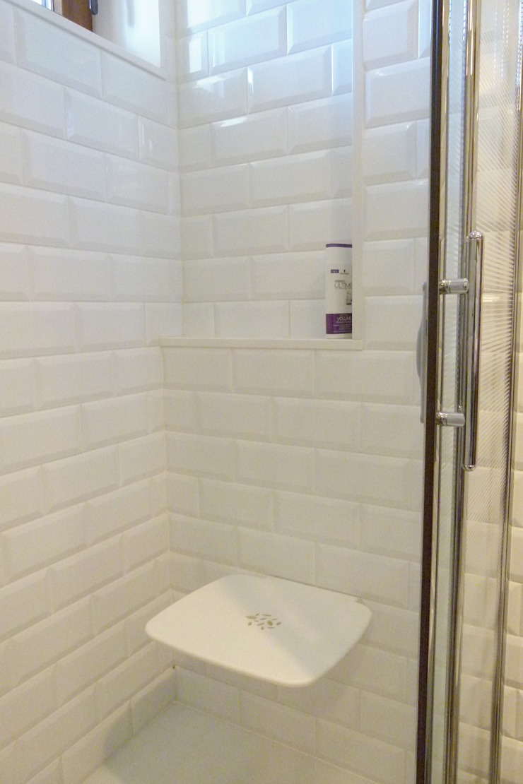 Składane siedzisko Skandynawska łazienka od DO DIZAJN Dorota Szczygłowska Skandynawski
