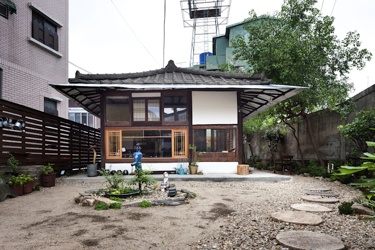 Lucia's earth House by studio_GAON