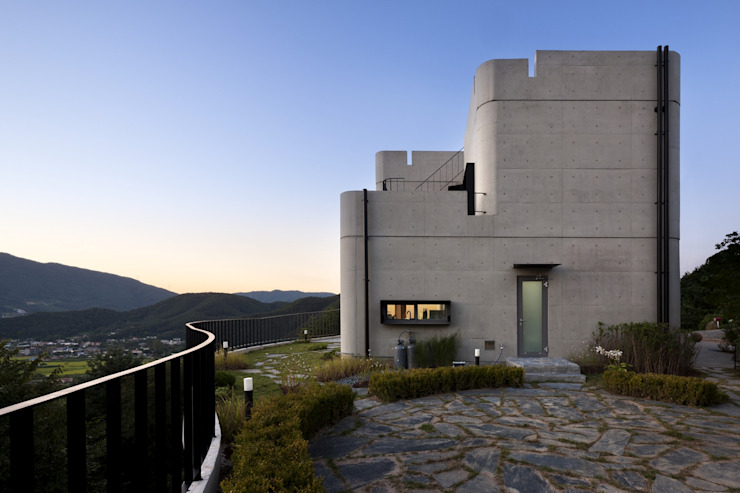 A house on the cliff 모던스타일 주택 by studio_GAON 모던