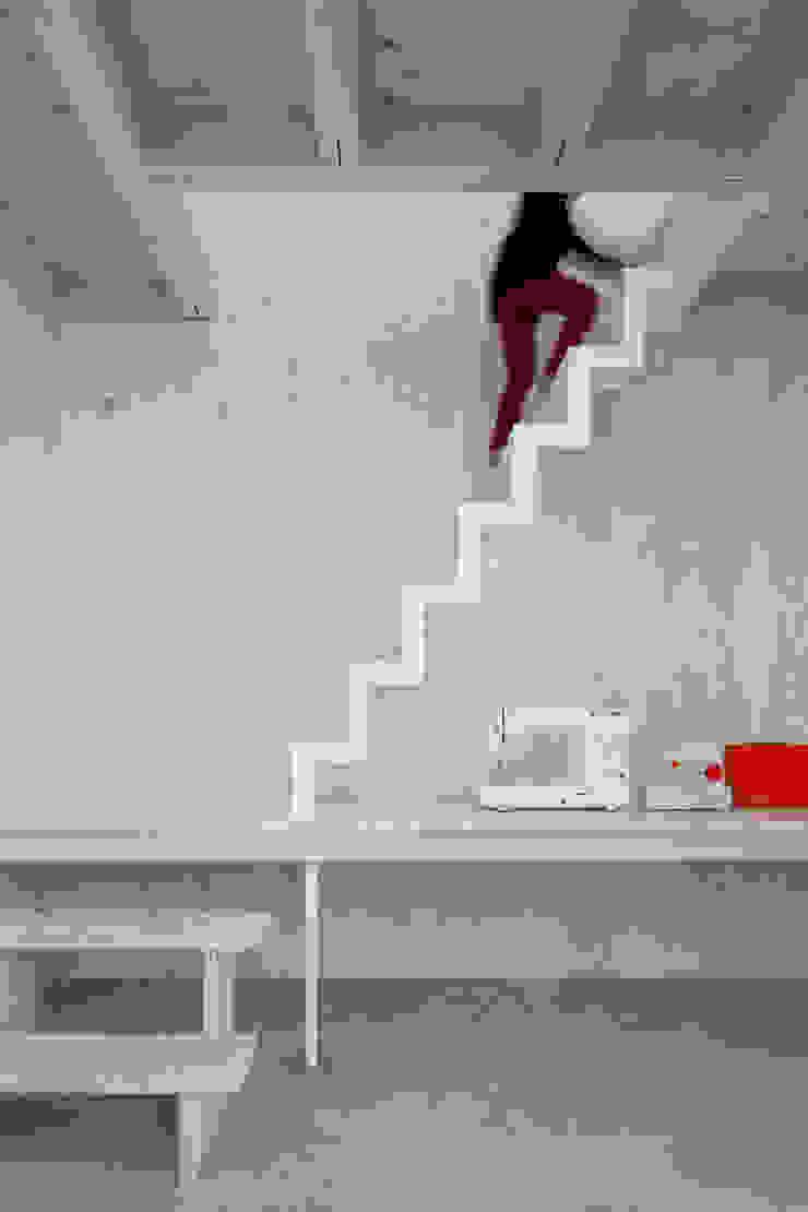 House in Kashiwa, Unfinished house ミニマルスタイルの 玄関&廊下&階段 の 山﨑健太郎デザインワークショップ ミニマル