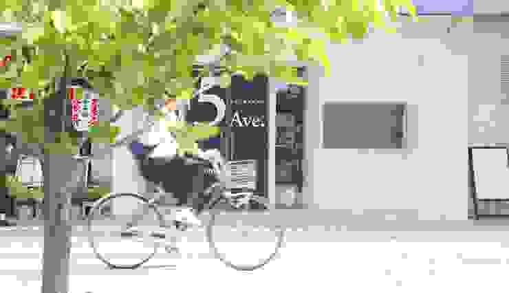 大分市府内五番街商店街振興組合事務所 の SHUSAKU MATSUDA & ASSOCIATES, ARCHITECTS モダン