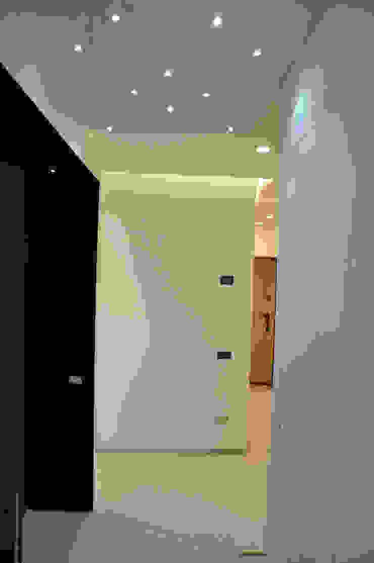 Arch. Andrea Pella Modern Corridor, Hallway and Staircase