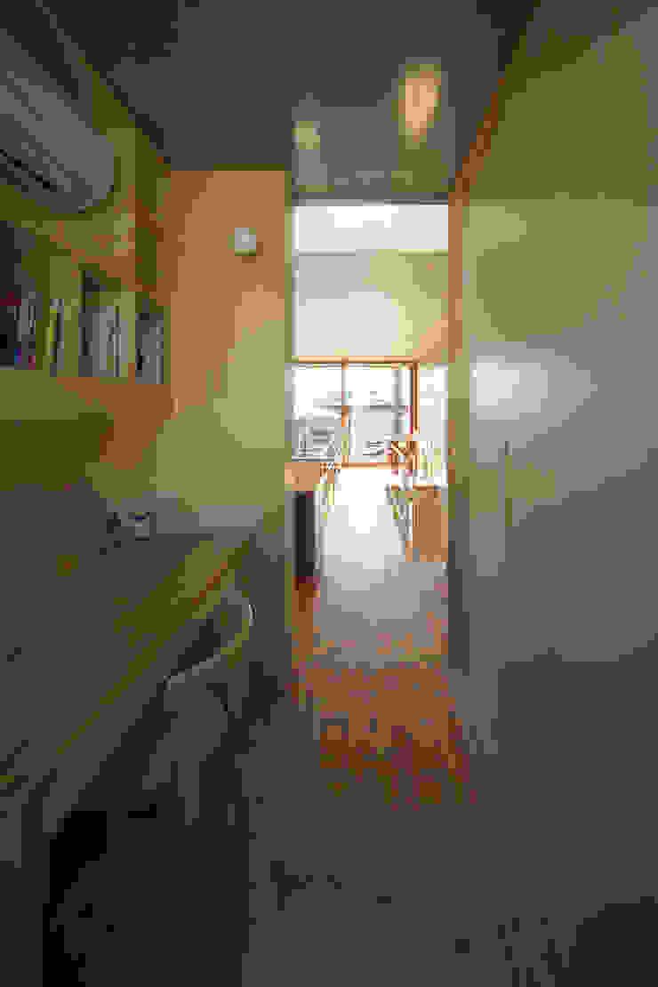 府中の住宅 オリジナルスタイルの 玄関&廊下&階段 の 佐藤重徳建築設計事務所 オリジナル