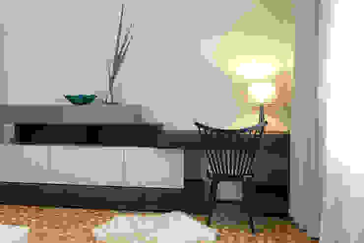 Mieszkanie po generalnym remoncie Eklektyczne domowe biuro i gabinet od DO DIZAJN Dorota Szczygłowska Eklektyczny