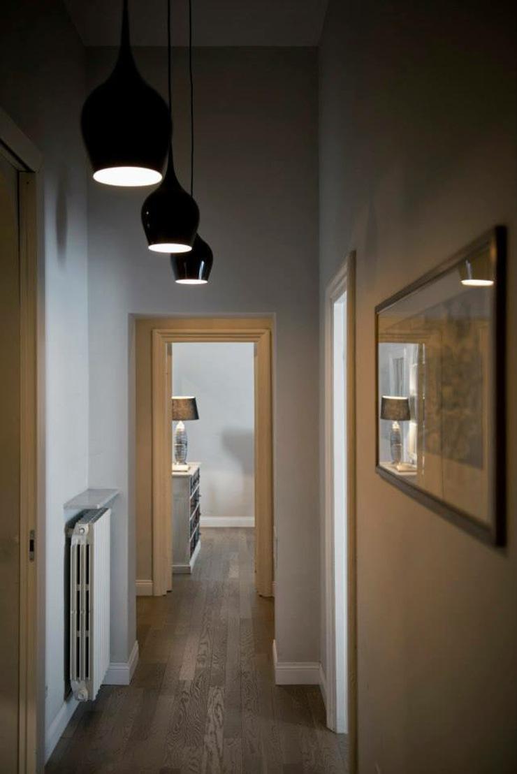 MOB ARCHITECTS Modern Corridor, Hallway and Staircase
