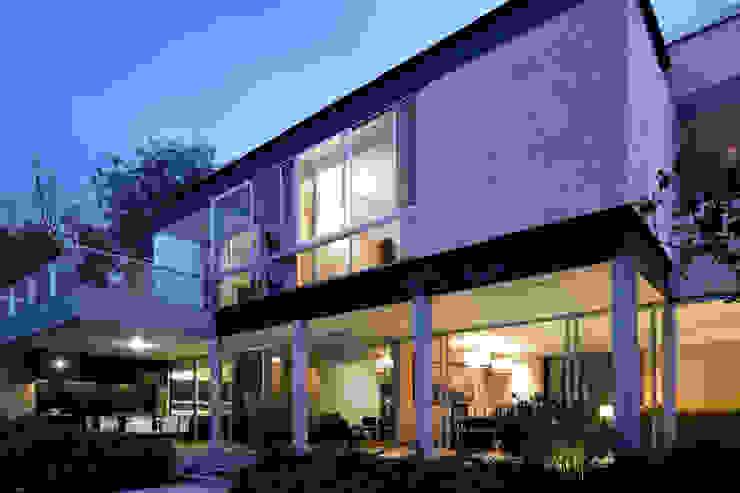 SECRET GUEST HOUSE Pascal Arquitectos Casas