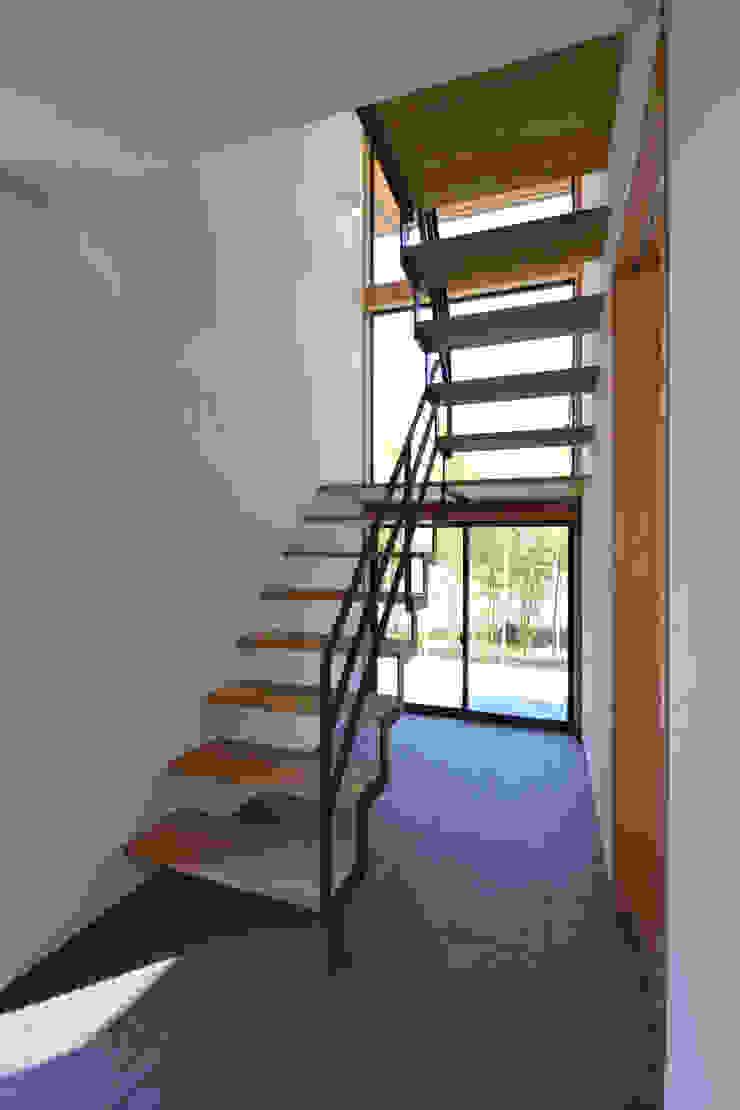 階段ホール モダンスタイルの 玄関&廊下&階段 の TEKTON | テクトン建築設計事務所 モダン