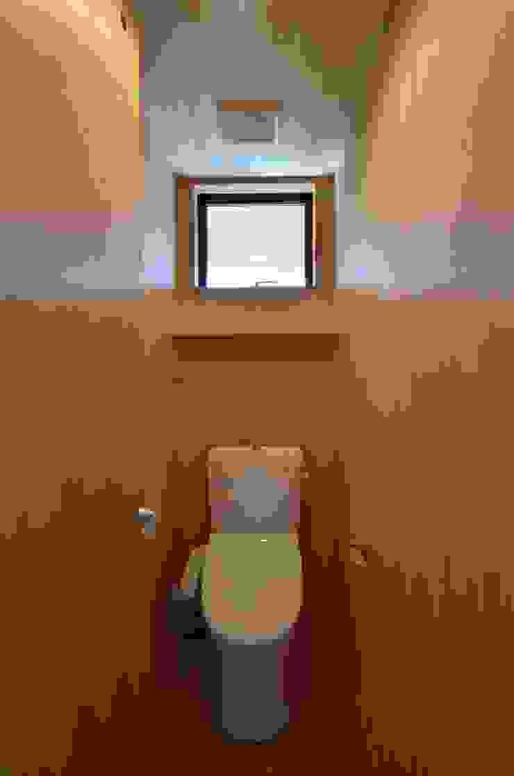 トイレ(2F) モダンスタイルの お風呂 の TEKTON | テクトン建築設計事務所 モダン