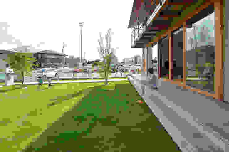 Modern style gardens by TEKTON | テクトン建築設計事務所 Modern