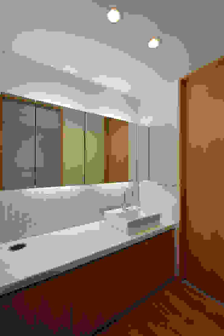 洗面 モダンスタイルの お風呂 の TEKTON | テクトン建築設計事務所 モダン