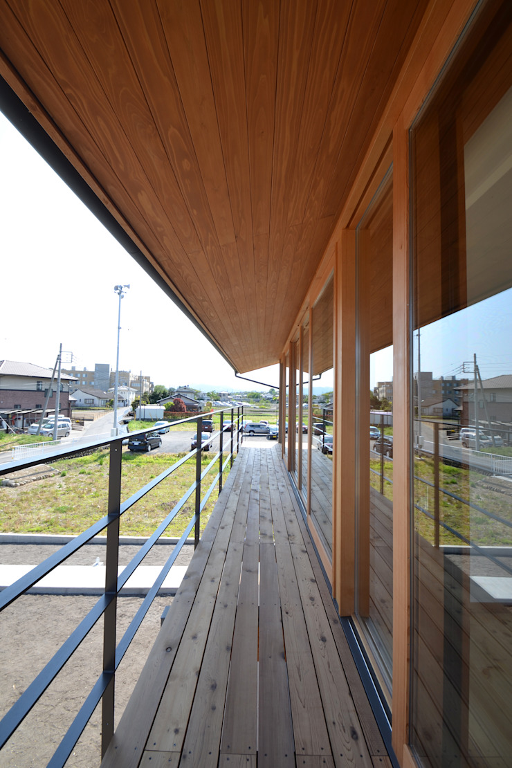 バルコニー モダンデザインの テラス の TEKTON | テクトン建築設計事務所 モダン