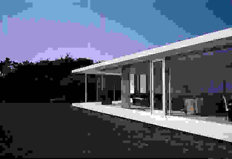 外観 北側を見る モダンな 家 の 株式会社仲亀清進建築事務所 モダン