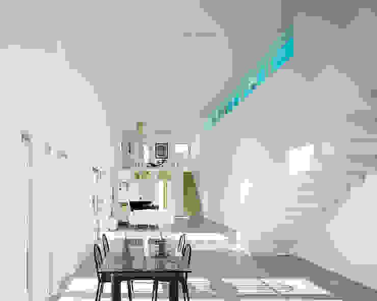 Le séjour sur deux niveaux Maisons modernes par ateliers d'architecture JPB Moderne