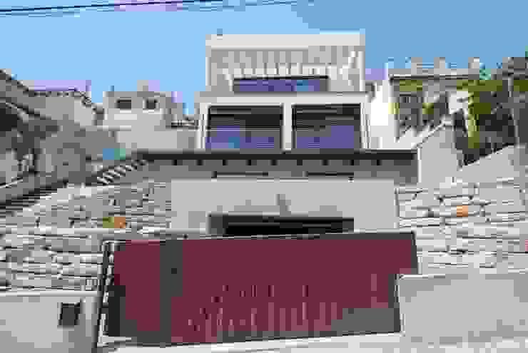 Fachada este Casas de estilo moderno de FG ARQUITECTES Moderno