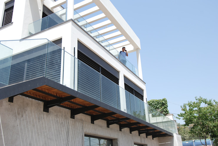 East terrace Modern balcony, veranda & terrace by FG ARQUITECTES Modern