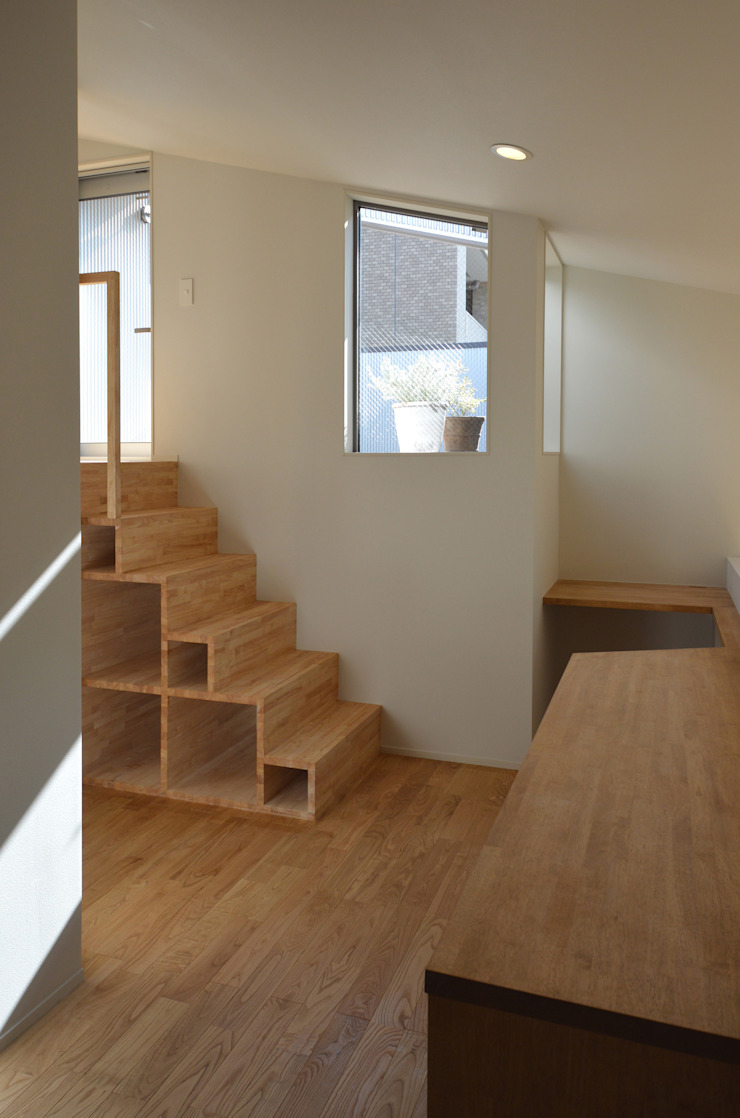 アトリエKUKKA一級建築士事務所/ atelier KUKKA architects Modern Corridor, Hallway and Staircase