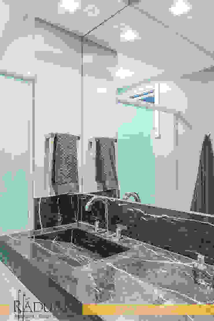 Duplex 80 m² – Vila Madalena Banheiros modernos por Raduan Arquitetura e Interiores Moderno