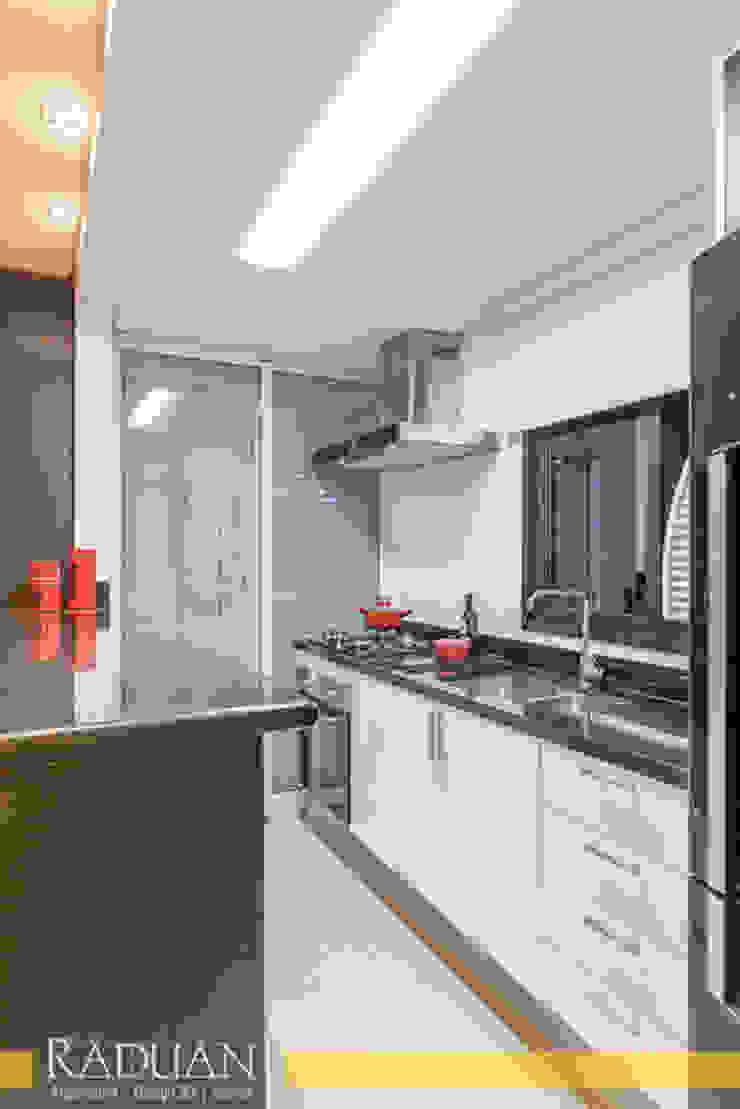Duplex 80 m² – Vila Madalena Cozinhas modernas por Raduan Arquitetura e Interiores Moderno