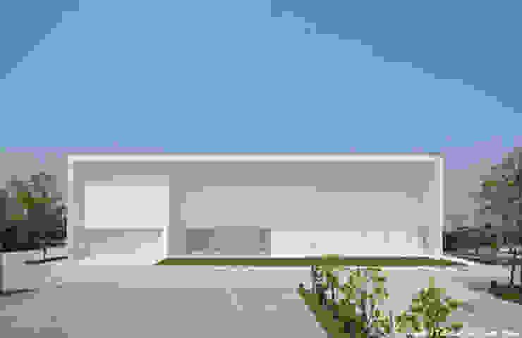 Casas minimalistas por 鷹取久アーキテクトオフィス Minimalista