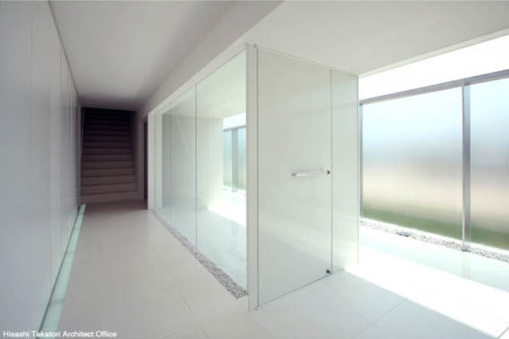 鷹取久アーキテクトオフィス Minimalist corridor, hallway & stairs