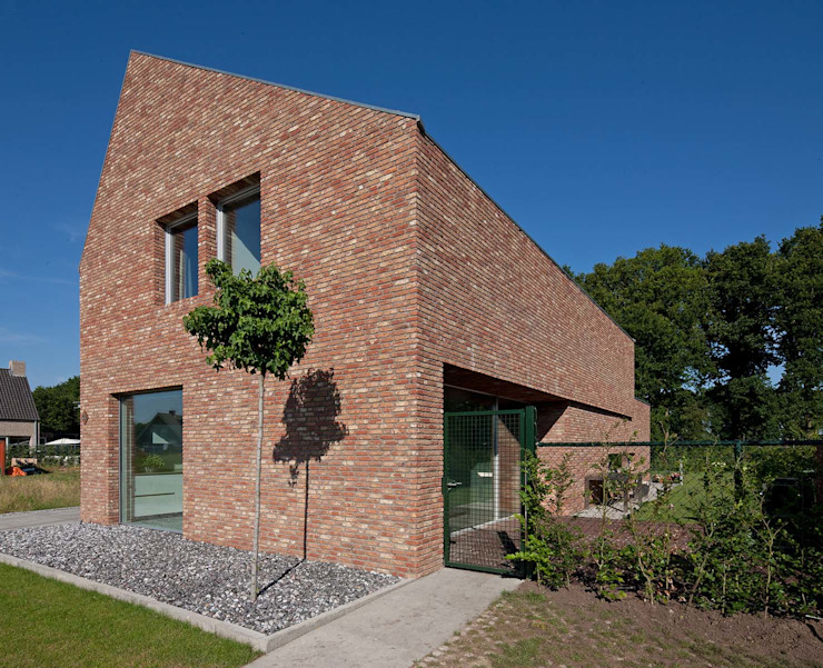 Country style house by Joris Verhoeven Architectuur Country