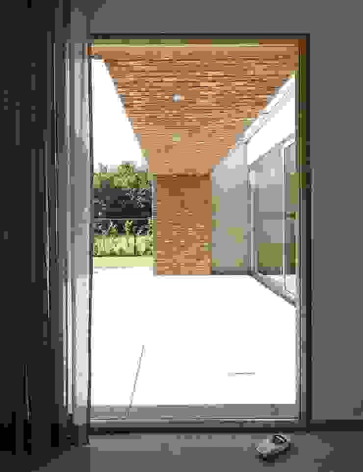 uitzicht vanuit de study Moderne studeerkamer van Joris Verhoeven Architectuur Modern