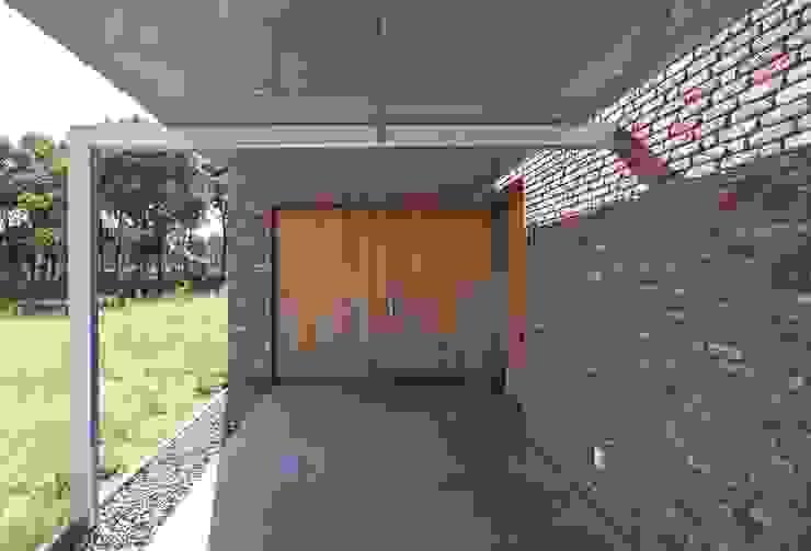 carport Minimalistische garage van Joris Verhoeven Architectuur Minimalistisch