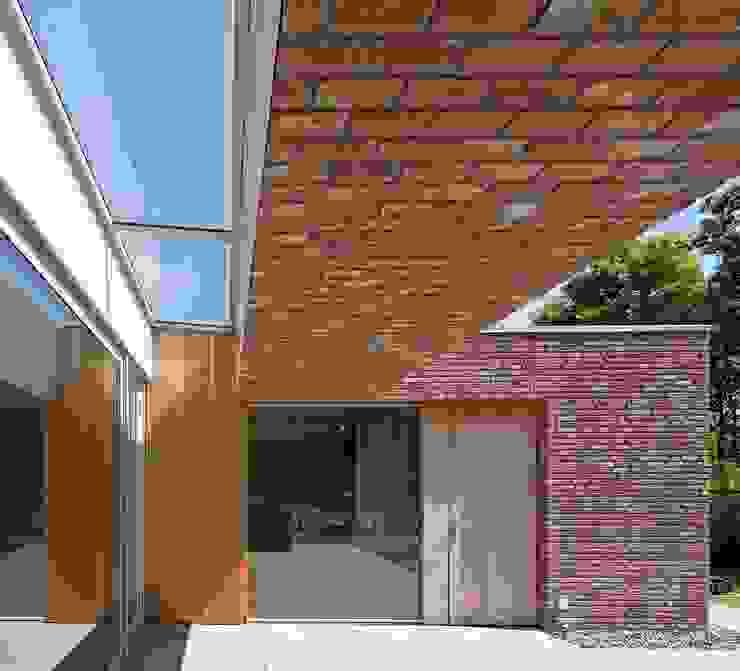 RielEstate Moderne balkons, veranda's en terrassen van Joris Verhoeven Architectuur Modern