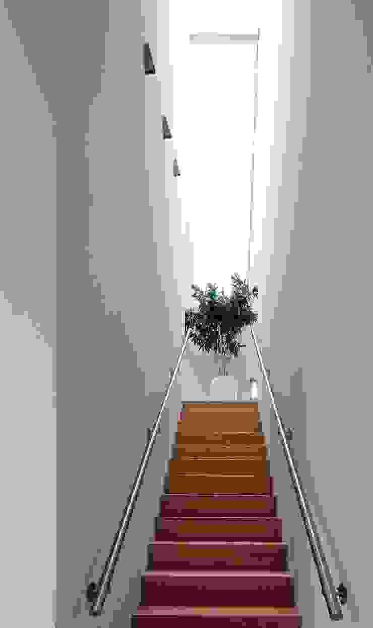 RielEstate Minimalistische gangen, hallen & trappenhuizen van Joris Verhoeven Architectuur Minimalistisch