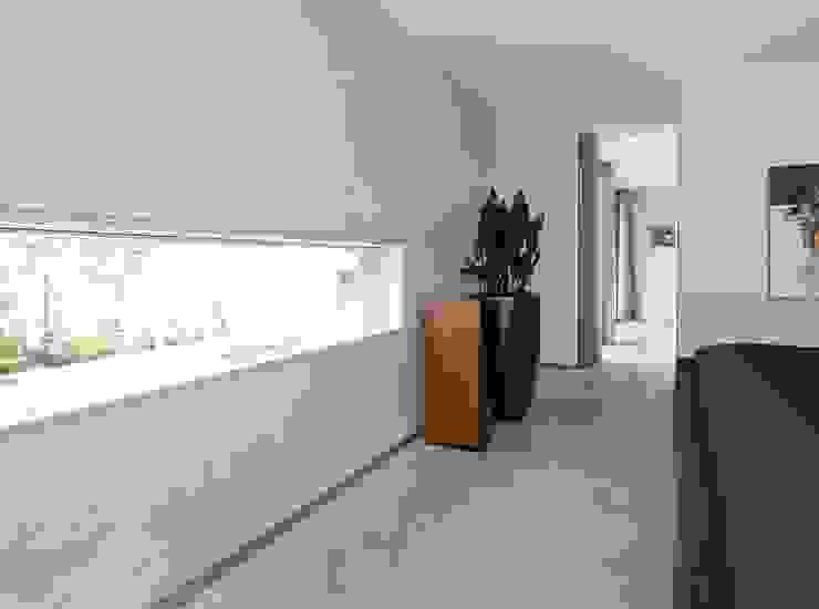 RielEstate Moderne woonkamers van Joris Verhoeven Architectuur Modern