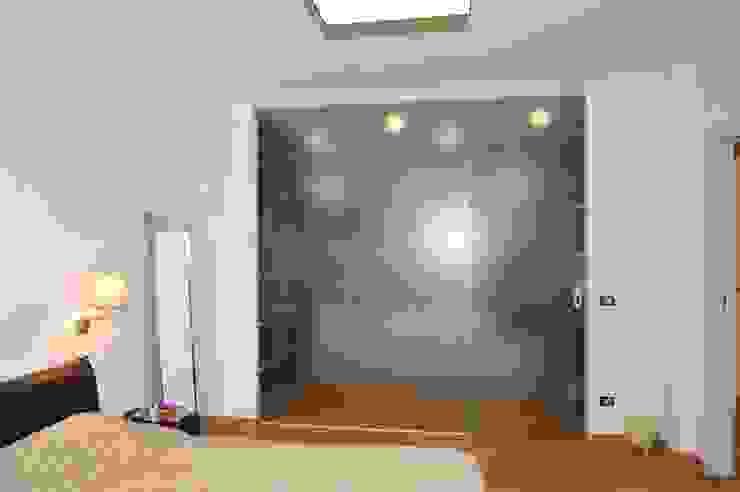 """CASA """"ROERO"""" _ VILLA PRIVATA IN COLLINA _ CUNEESE _ PIEMONTE Case moderne di ENRICO MARCHIARO _ eMsign Studio _ Architettura_Interior Design Moderno"""