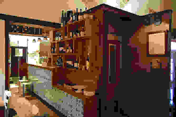 il volume del bagno Gastronomia in stile rurale di Casaburi & Memoli Architetti Rurale