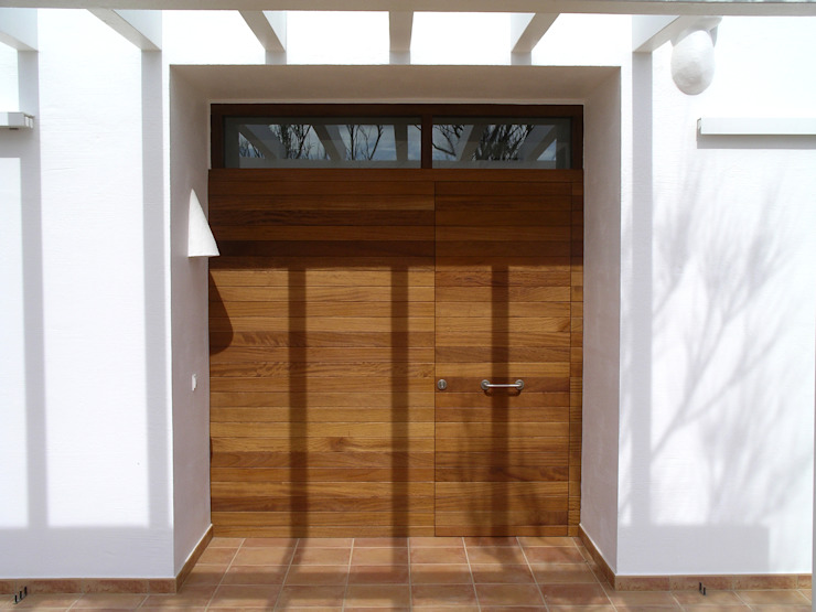 Entrance door Modern Windows and Doors by FG ARQUITECTES Modern