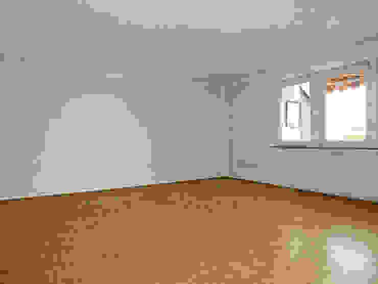 Wohnzimmer vor Home Staging von Szeena Homestaging Landhaus