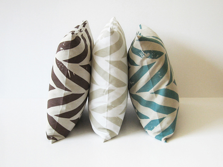 ZIGZAG printed decorative pillows by Lovely Home Idea LOVELY HOME IDEA Living roomAccessories & decoration