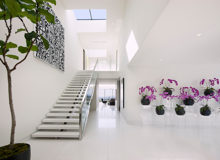 SUNSET STRIP RESIDENCE Modern corridor, hallway & stairs by McClean Design Modern