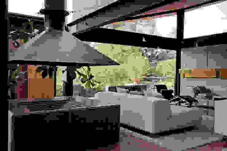 Casa Lau Salones modernos de Serrano Monjaraz Arquitectos Moderno