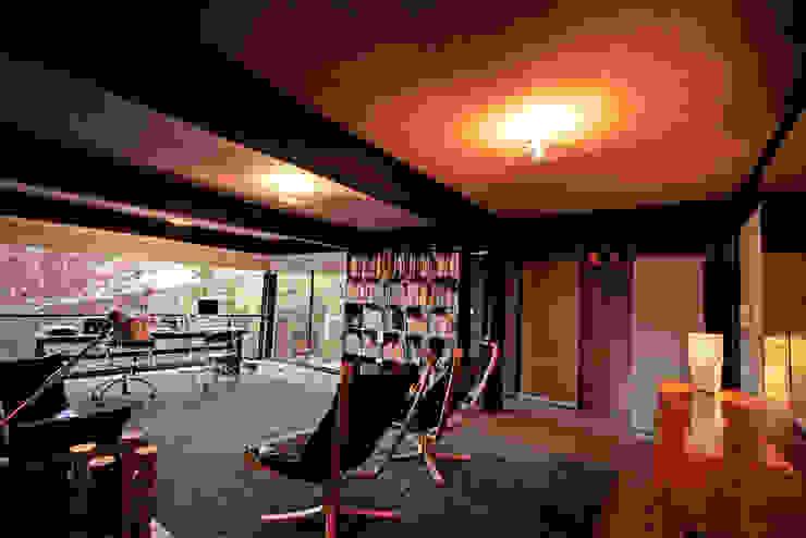 Casa Lau Salas multimedia modernas de Serrano Monjaraz Arquitectos Moderno