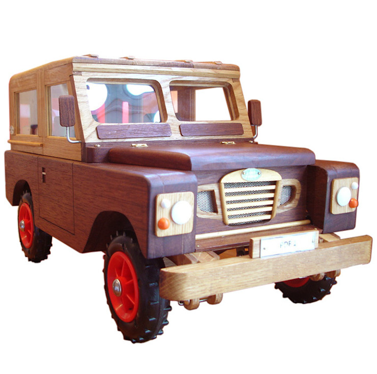 Wooden 'County' Landrover: modern  by In My Room, Modern