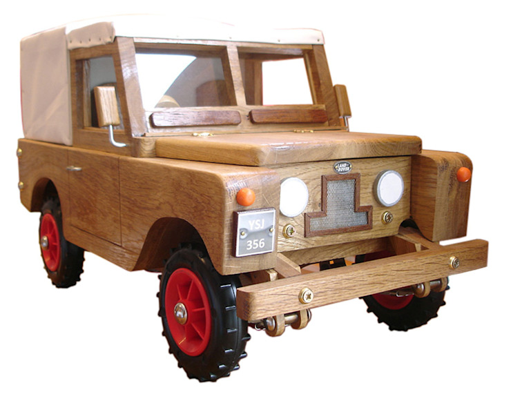 Wooden Landrover: modern  by In My Room, Modern