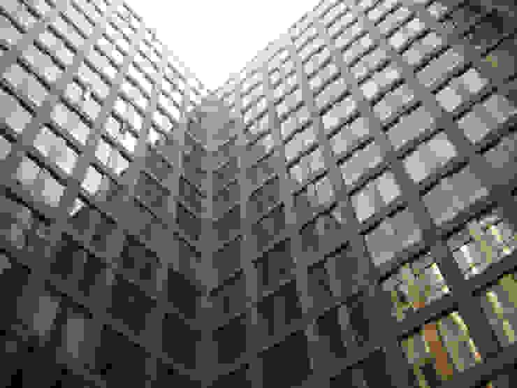 Puerta Alameda Serrano Monjaraz Arquitectos Paredes y pisos de estilo moderno