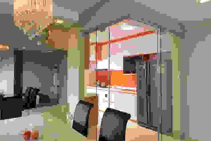 Clementi Living room by urban habitat