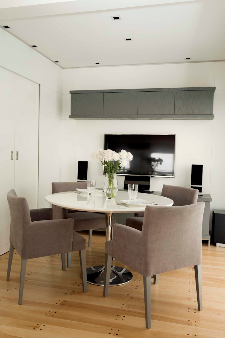 Modern dining room by LIVE IN Modern