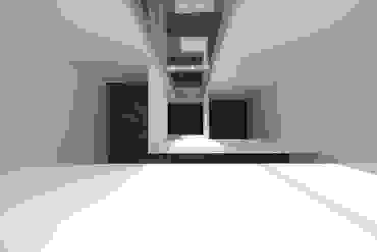 Seniorenwoningen Leidscheveen de Dijken 10 Moderne gangen, hallen & trappenhuizen van HVE Architecten bv Modern