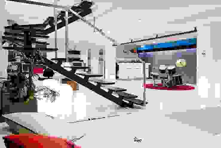 FANSTUDIO__Architecture & Design Moderner Flur, Diele & Treppenhaus
