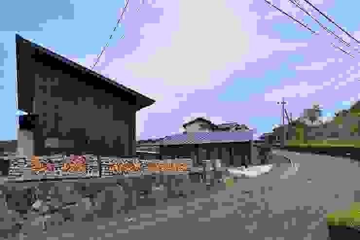 Modern houses by 株式会社長野聖二建築設計處 Modern
