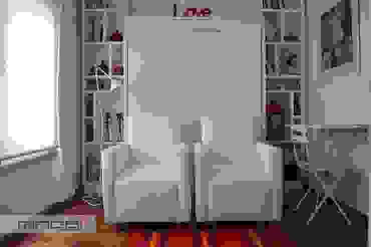 28 m2 : Cama rebatible + biblioteca.:  de estilo  por MINBAI,Minimalista