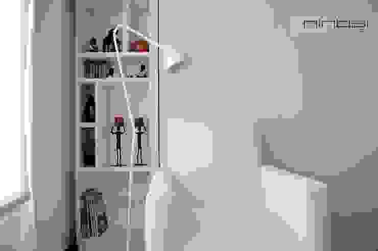 28 m2, estudio-vivienda + consultorio-oficina. de MinBai Minimalista