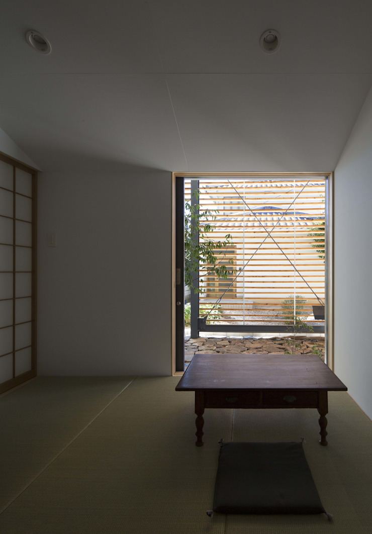 two. モダンな 家 の MASAKI YAMADA Architecture モダン