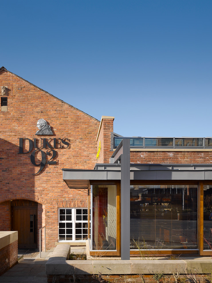 Dukes 92 Grill Modern gastronomy by OMI Architects Modern